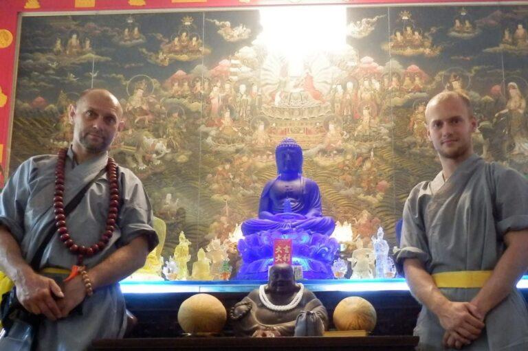 V buddhistické svatyni s otcem